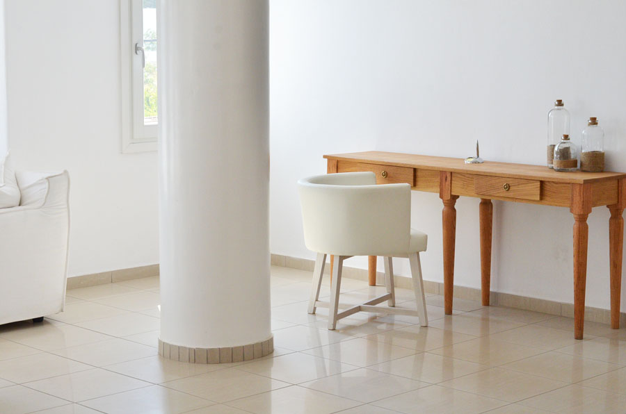 Hotel amazing all white interior design in Mykonos, Greece / Stasha Travel and Fashion Blog